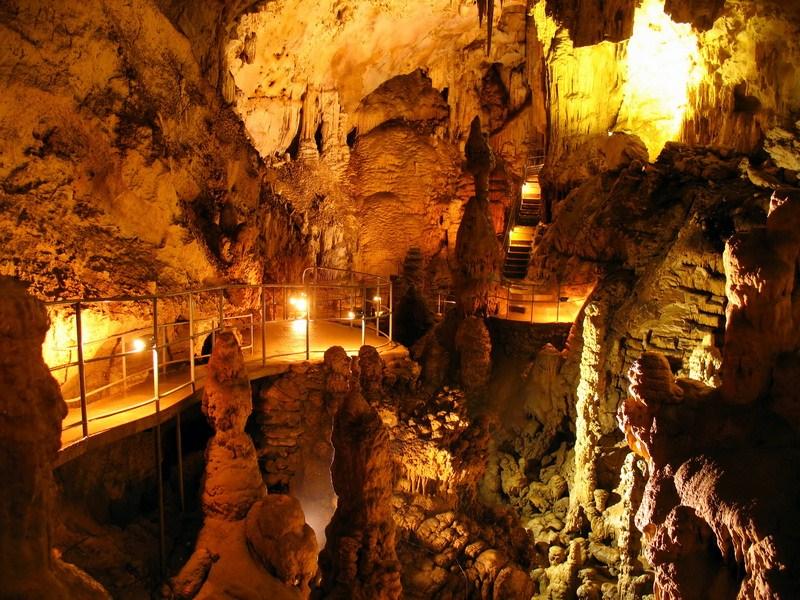 В Мраморной пещере