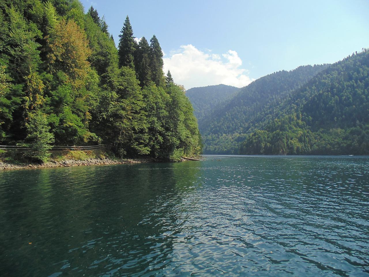 lake-2353622_1280