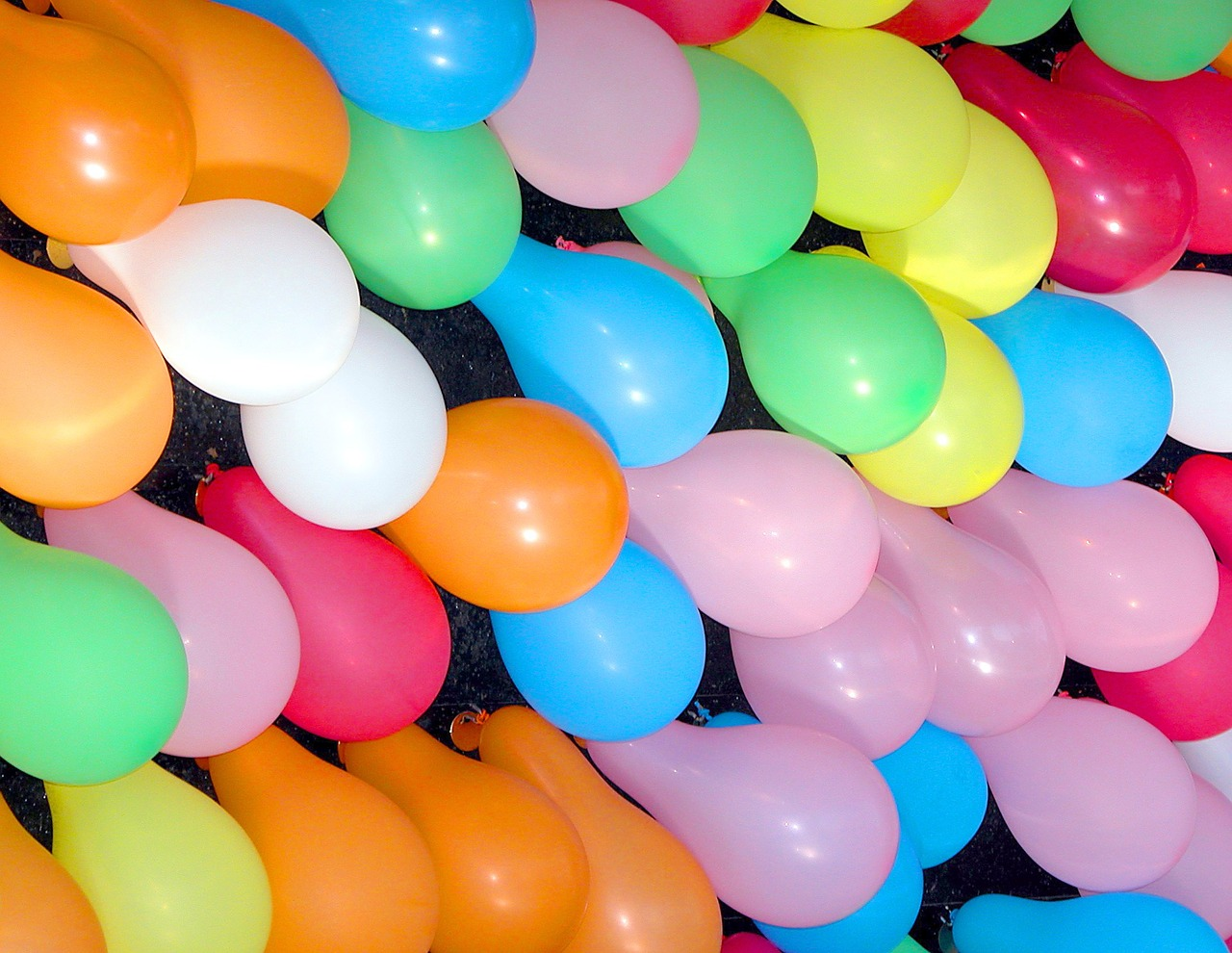 colorful-balloons-1897278_1280