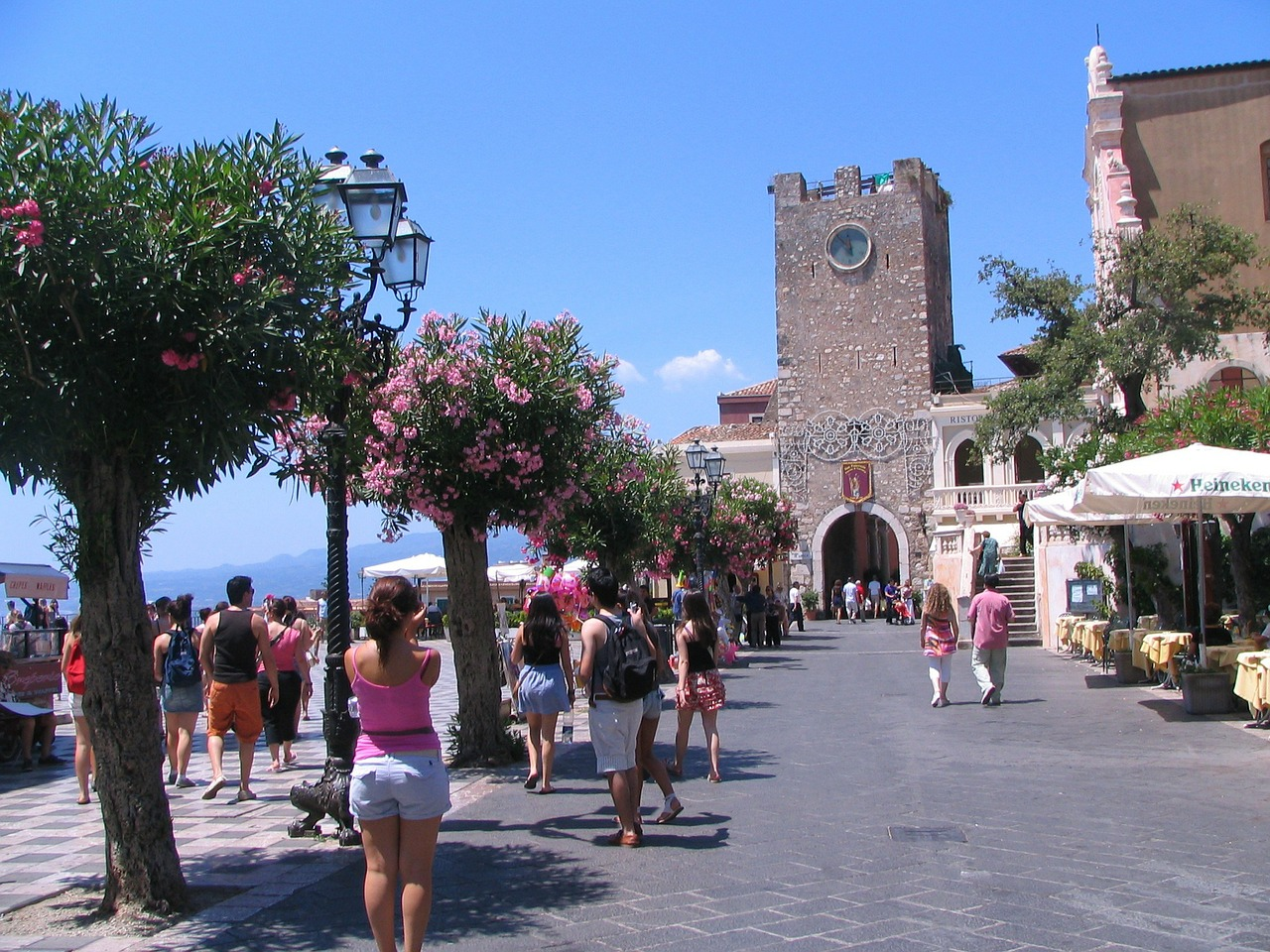 main-plaza-taormina-276387_1280