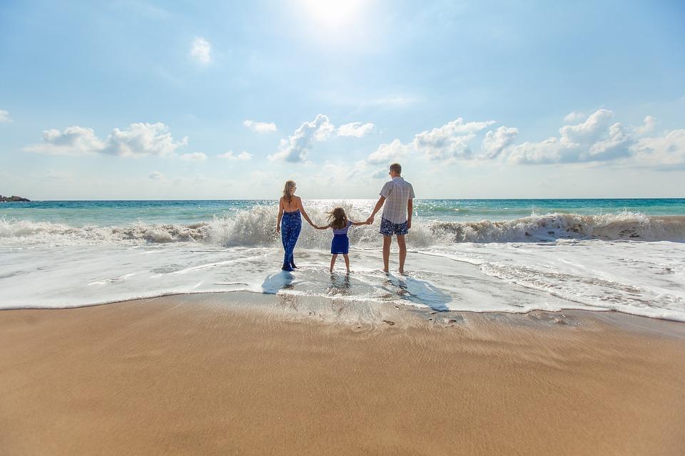 Куда поехать на море с детьми в августе 2020? Лучшие места!